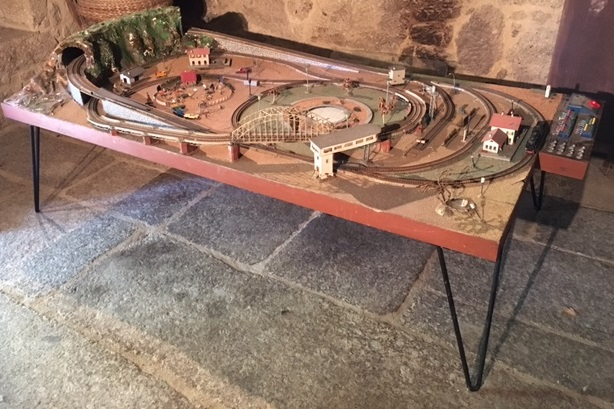 model train layout table